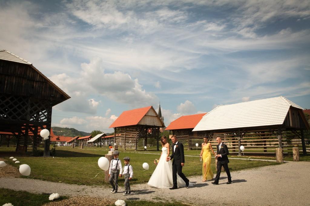 Poroka na prostem Dezela kozolcev Sentrupert foto Alenka Lamovsek